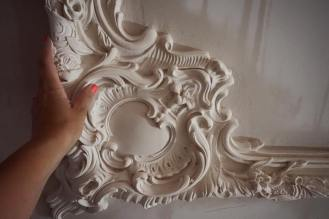 Close up on the plaster frame,